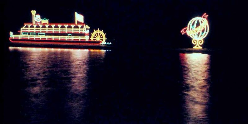 "Paddlewheeler & ""Peace on Earth"" Globe scenes"